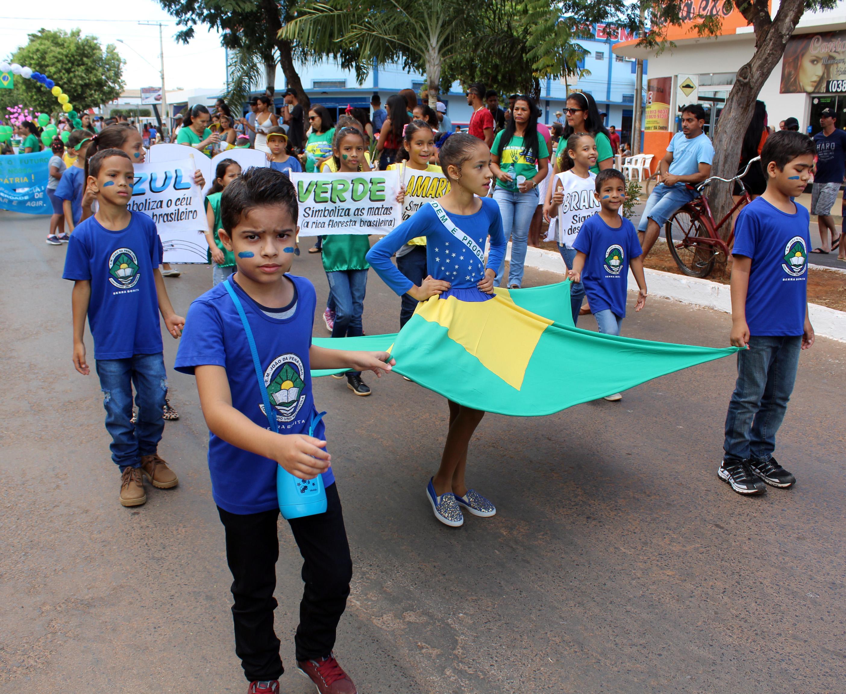 Desfile 7 de setembro em Buritis - MG / Foto: Lívia Alves